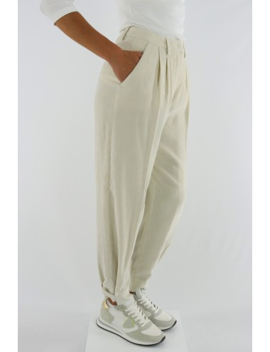 TROUSERS WITH DARTS